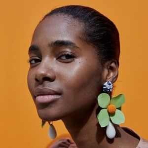 Zara metal flower floral earrings Statement